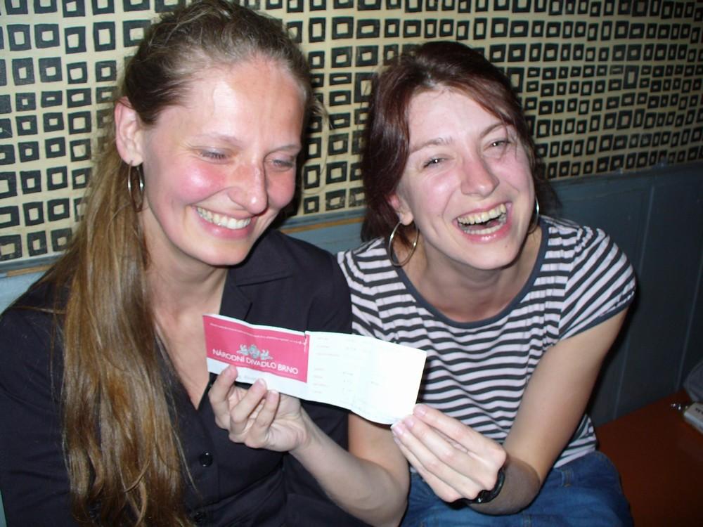 Mladé ženy vyměnily Národní divadlo za zakouřený klub. Nelitovaly. Foto: Dana Kopecká