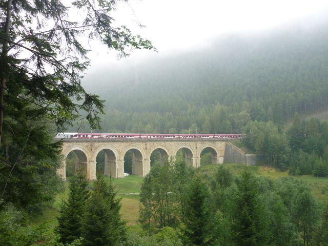 Railjet na Fleischmannově mostě
