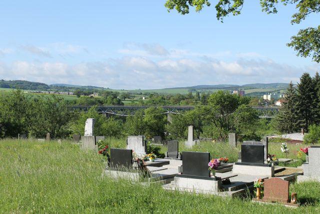 Pohled na myjavský železniční viadukt od hřbitova