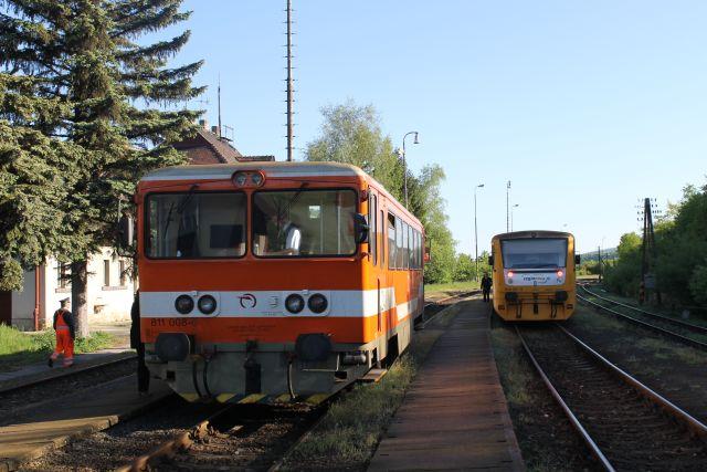 Setkání vlaků ve stanici Vrbovce