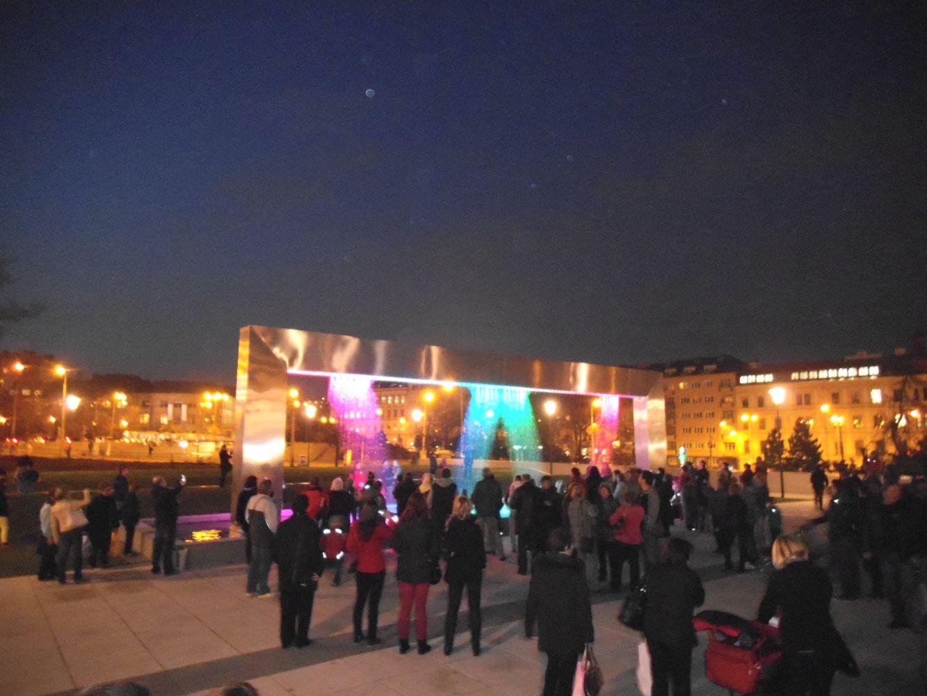 Nová fontána v rámci zrekonstruvaného parku před Janáčkovým divadlem