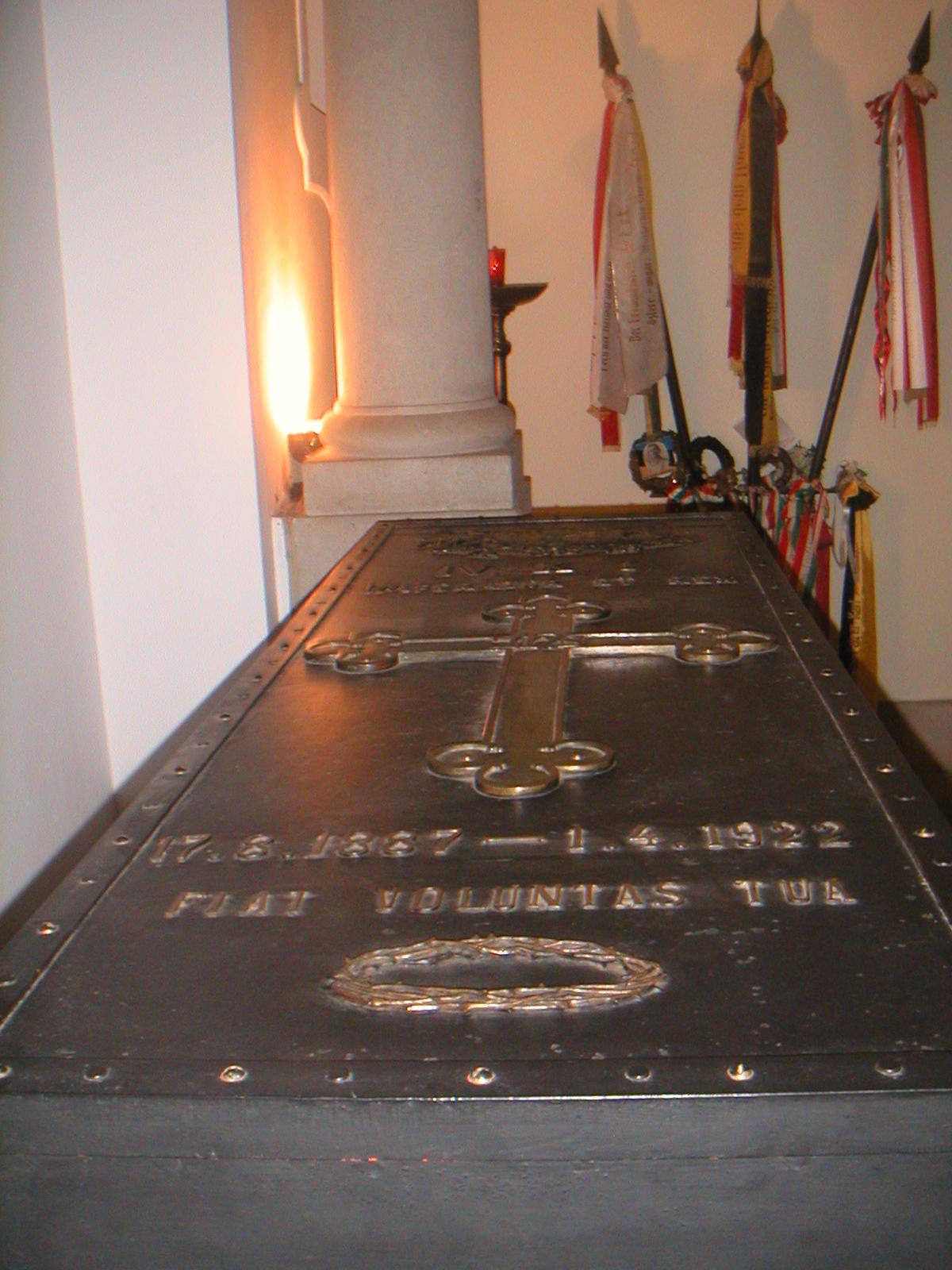 Hrobka císaře Karla