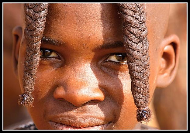 Mlada_divka_kmene_Himbu.JPG