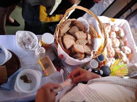 Pohled na stůl s občerstvením